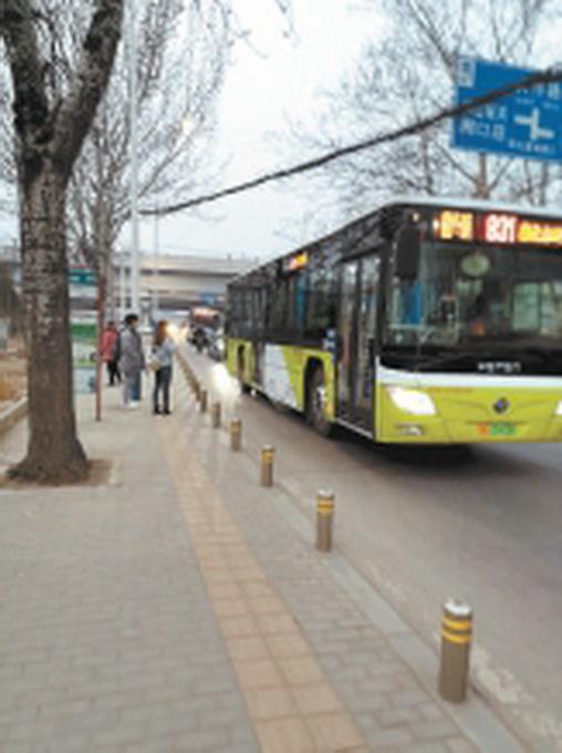 北京大窦路部分路段车多路窄,通行效率低,安全隐患大