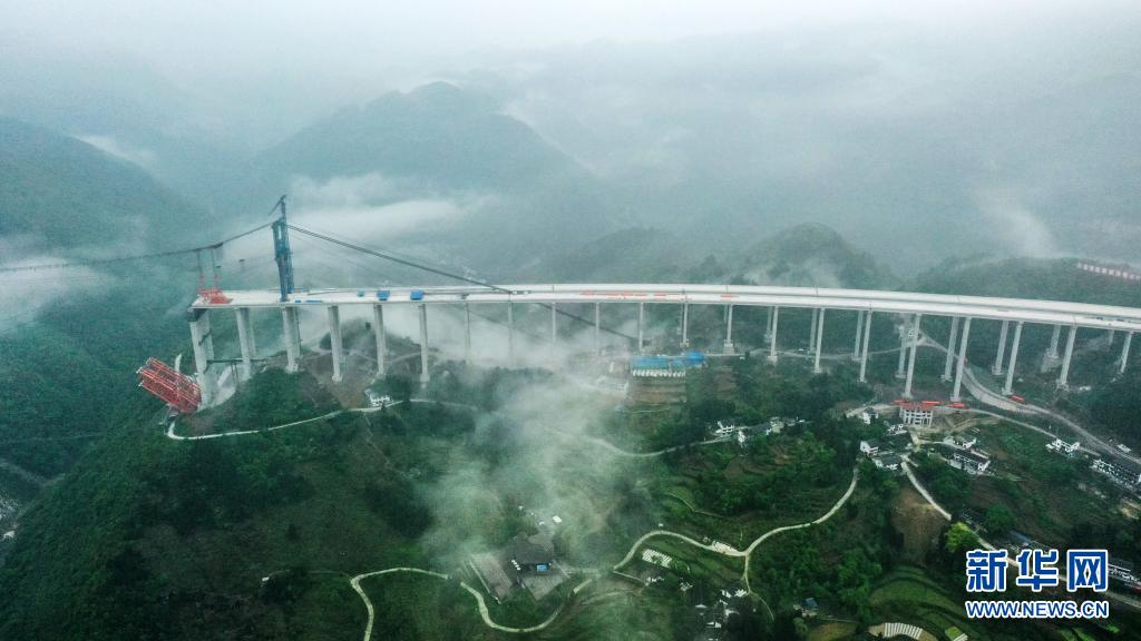 贵州仁遵高速大发渠特大桥建设进展顺利