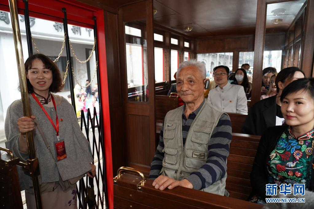 """""""身临其境""""学党史,上影集团开出红色巴士"""