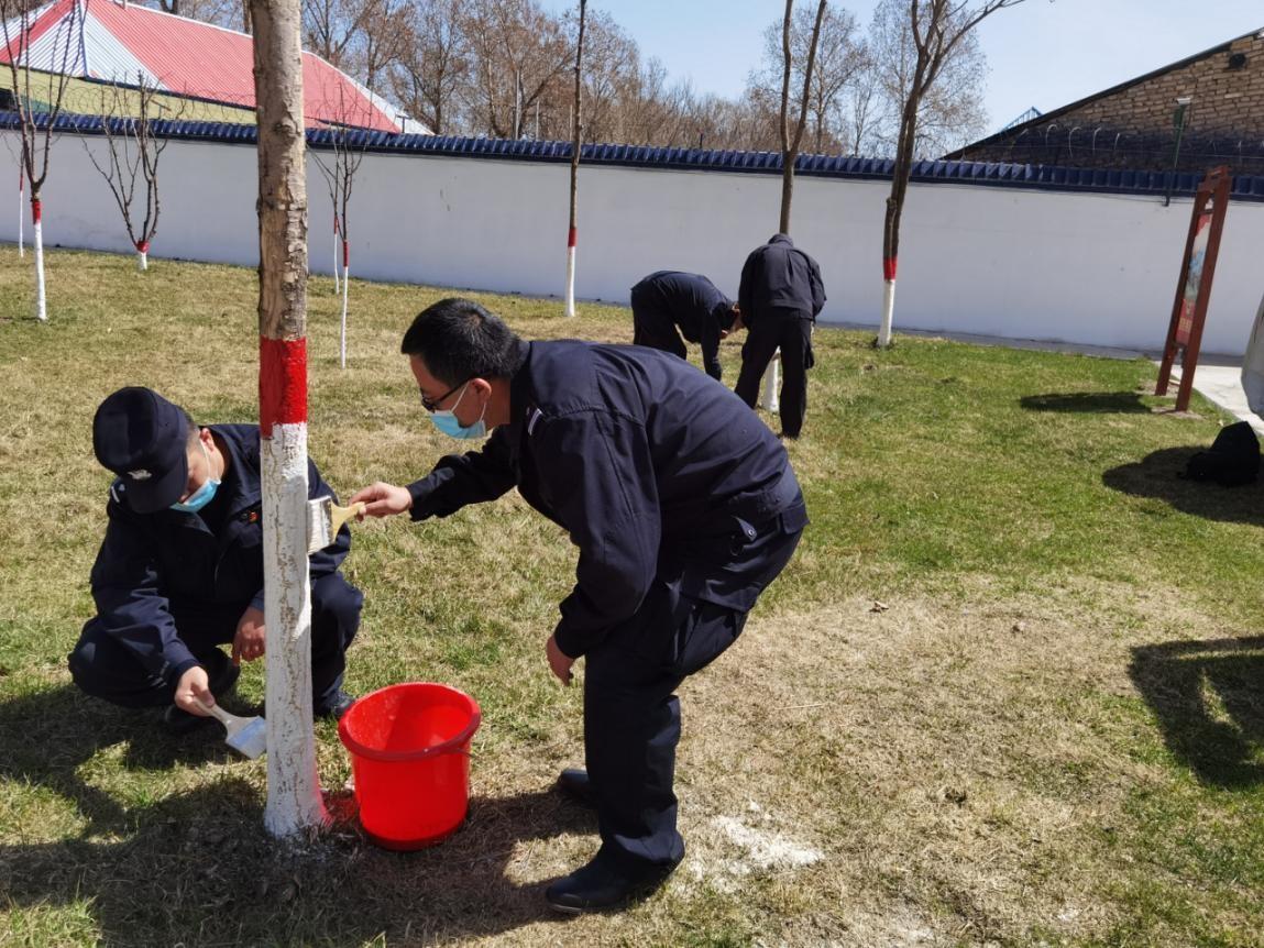 吐古青布拉克边境派出所开展营区美化工作