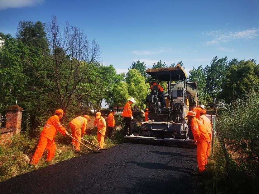 兰溪美化进村路口接线 提升路域环境质量