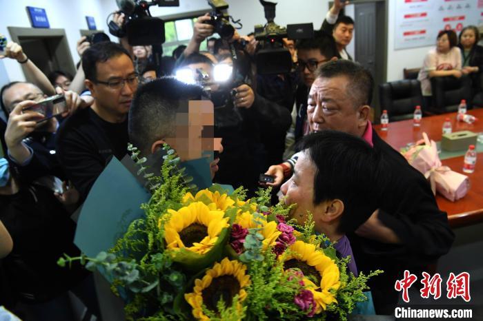 离散34年坚守不弃,渝鲁两地警方助他千里寻亲一家团聚