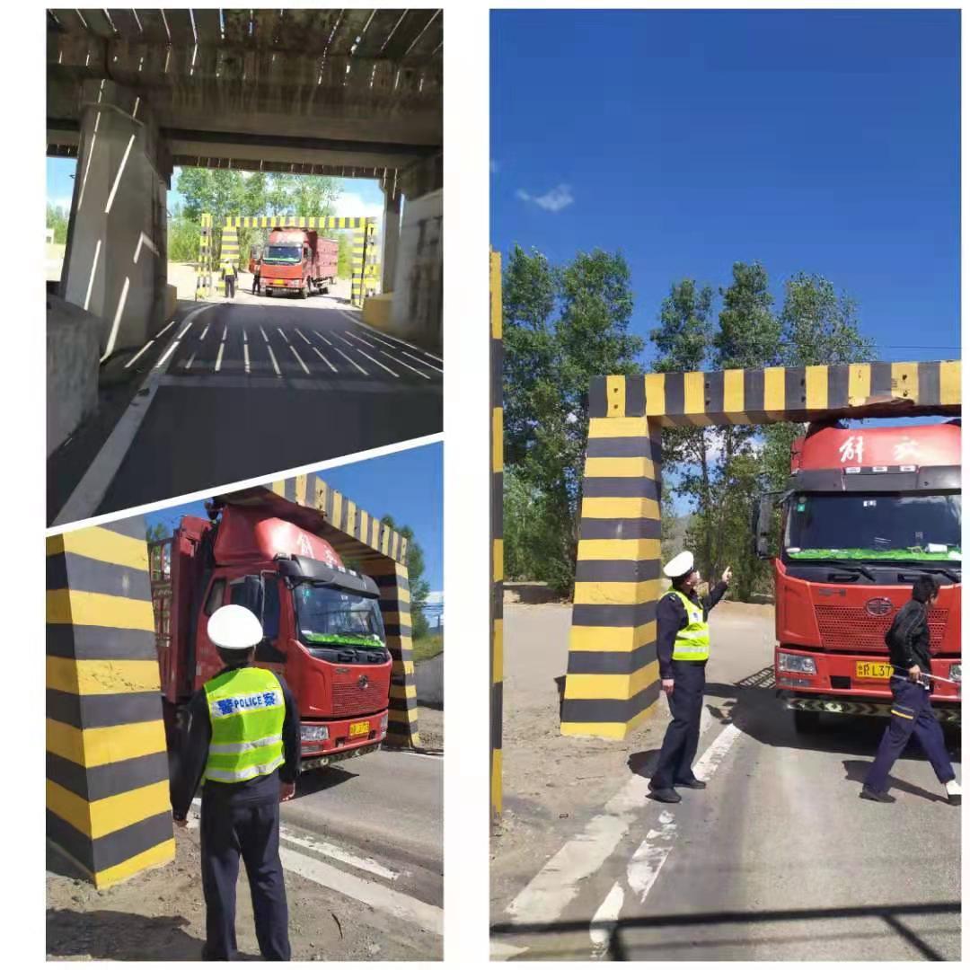 货车限高被卡 天镇交警救其脱困