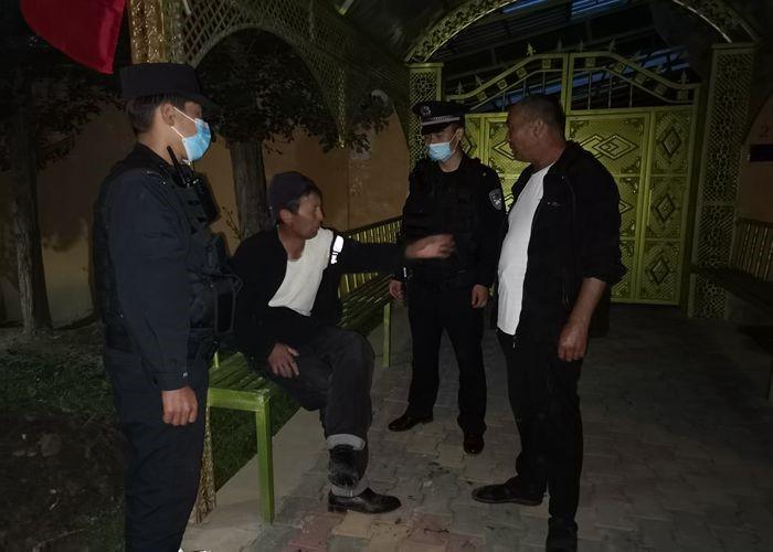吐古青布拉克边境派出所救助醉酒群众